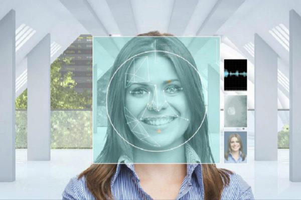 Sistema de reconocimiento facial expuesto en la feria de turismo Fitur.