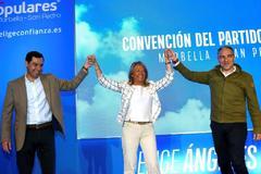 Moreno Bonilla, junto a Elías Bendodo y la alcaldesa de Marbella, Ángeles Muñoz.