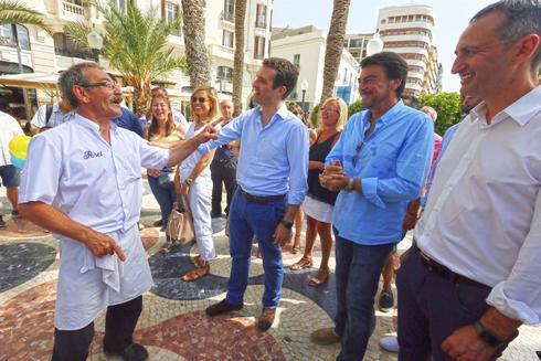 Pablo Casado con Luis Barcala y César Sánchez en julio del año pasado en Alicante.