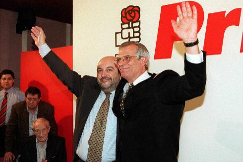 Joaquín Almunia y Josep Borrell, tras las primarias del PSOE en 1998