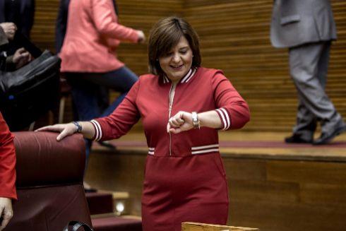 La candidata del PP a la Presidencia de la Generalitat, IsabelBonig, en las Cortes.