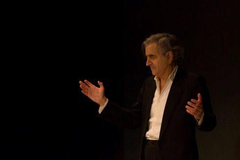 El filósofo francés Bernard-Henri Lévy durante una representación de 'Looking for Europe'.