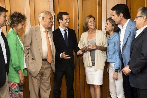 Pablo Casado junto a ex ministros de Rajoy, entre ellos Margallo, Montserrat y Zoido, el pasado mes de julio