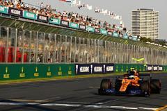 Hamilton aterroriza a Ferrari, Sainz padece el tráfico