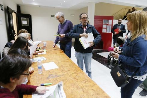 Ángel Franco en las primarias socialistas de Alicante.
