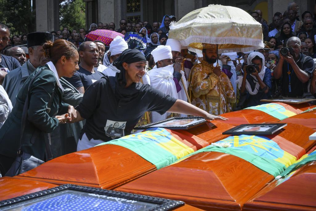 El funeral por las víctimas del accidente aéreo en Etiopía.