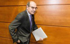 Darpón presenta su dimisión presionado por las filtraciones de la OPE