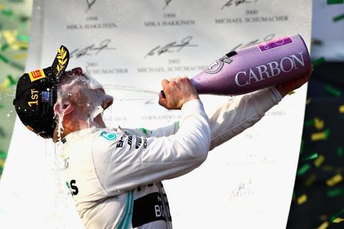 Bottas sorprende en Melbourne y el motor del McLaren arruina a Carlos Sainz