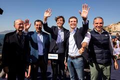 Francisco de la Torre, Juanma Moreno, Pablo Montesinos, Pablo Casado y Elías Bendodo, ayer en Málaga.