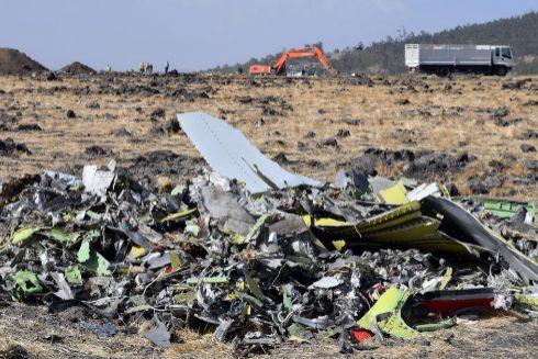 Restos de fuselaje del vuelo del Boeing 737 de Ethiopian Airlines.