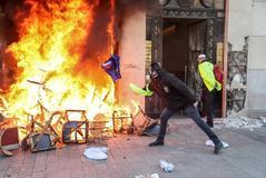 El Gobierno de Macron, cuestionado por el caos en los Campos Elíseos