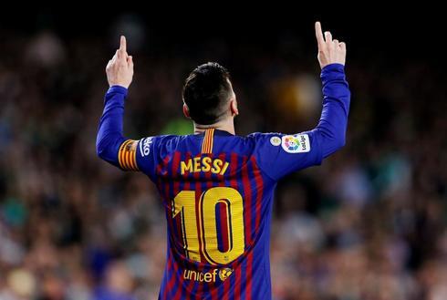 Leo Messi celebra uno de sus goles al Betis.