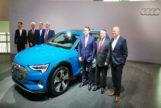 El comité ejecutivo de Audi AG junto al Audi e-tron en Ingolstadt.