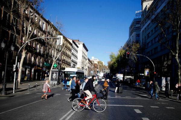 La calle Atocha, dentro de Madrid Central, este lunes.