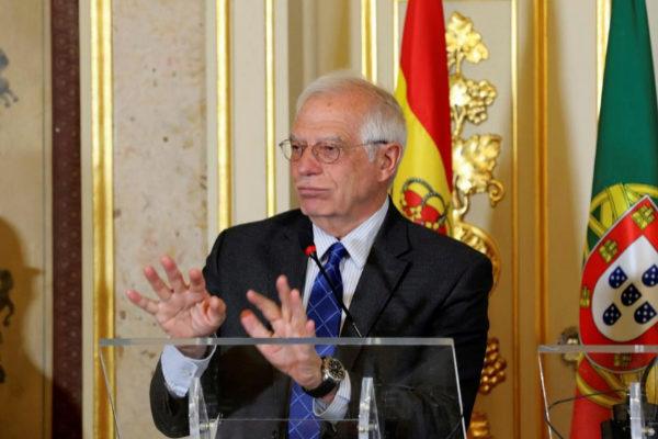 GRAF4977. LISBOA.- El ministro de Asuntos Exteriores, Josep <HIT>Borrell</HIT> en rueda de prensa ofrecida tras la reunión que ha mantenido este viernes con su homólogo de Portugal, Augusto Santos Silva, en Lisboa.