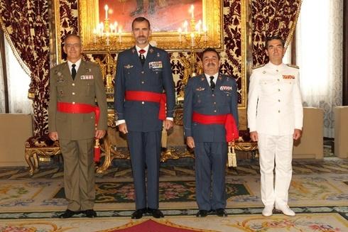 Mestre Barea, a la derecha de S. M. el rey Felipe VI