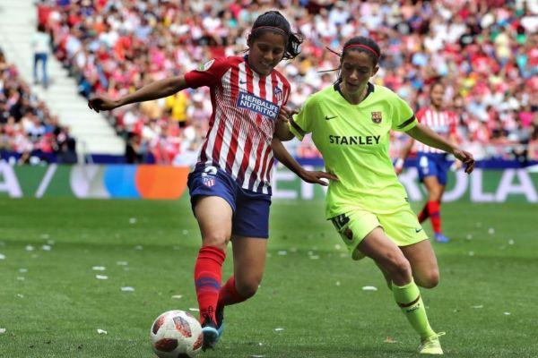 Partido femenino entre el Atlético de Madrid y el Barça en el Metropolitano.