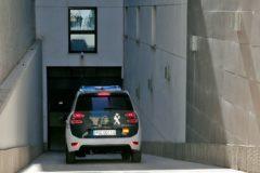 Un furgón de la Guardia Civil entrando a los juzgados de Llíria.