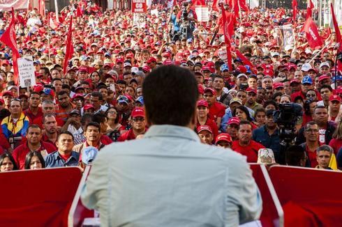 El Presidente de Venezuela, Nicolás Maduro, habla a un grupo de trabajadores del sector petróleo en una imagen de archivo.
