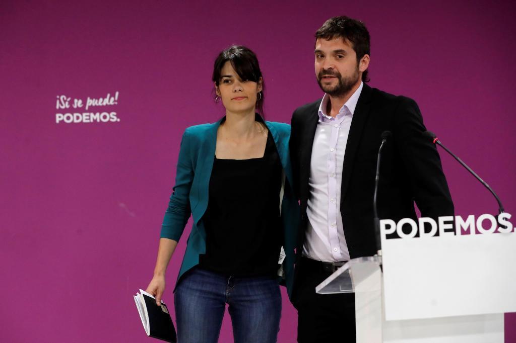 Isabel Serra, junto al candidato de Podemos en Alcorcón.