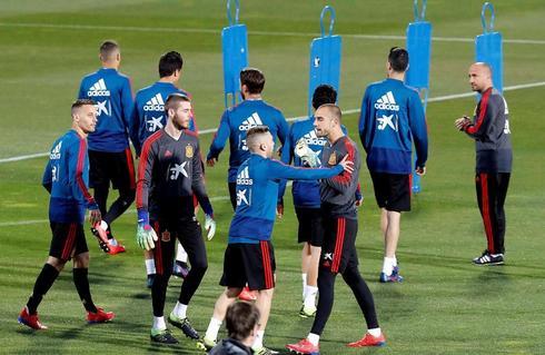 Los jugadores de la selección, durante el entrenamiento del lunes.