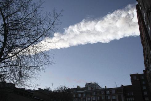 Estela de vapor dejada por un meteorito caído en la región rusa de Cheliábinsk, en 2013.