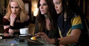 Charlotte Kirk junto a Sandra Bullock y Rihanna en 'Ocean's 8'