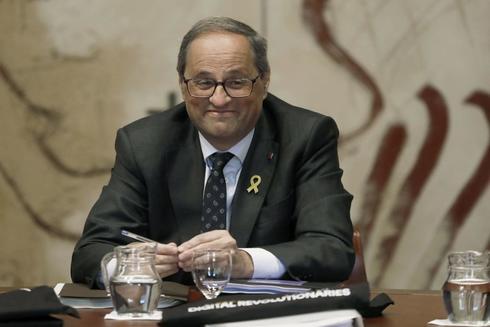 El presidente de la Generalitat, Quim Torra, durante la reunión semanal del gobierno catalán, horas antes de que venza el plazo de 24 horas que la Junta Electoral Central le ha dado para que ordene retirar los lazos amarillos de los edificios públicos catalanes, bajo advertencia de posibles responsabilidades penales.