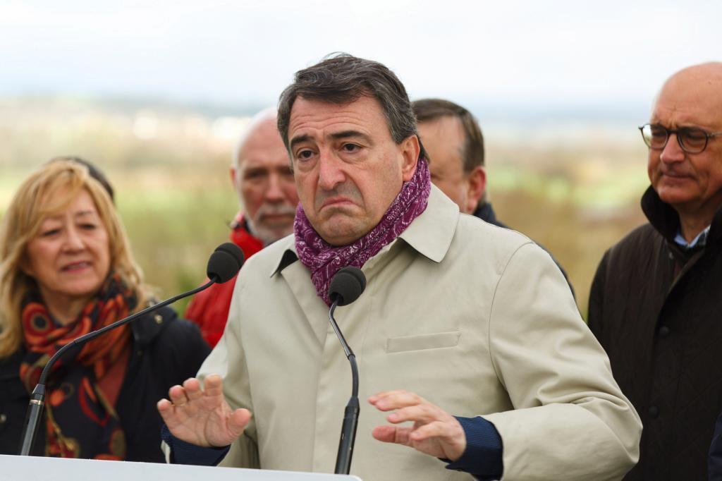 Aitor Esteban en su intervención en Estarrona.