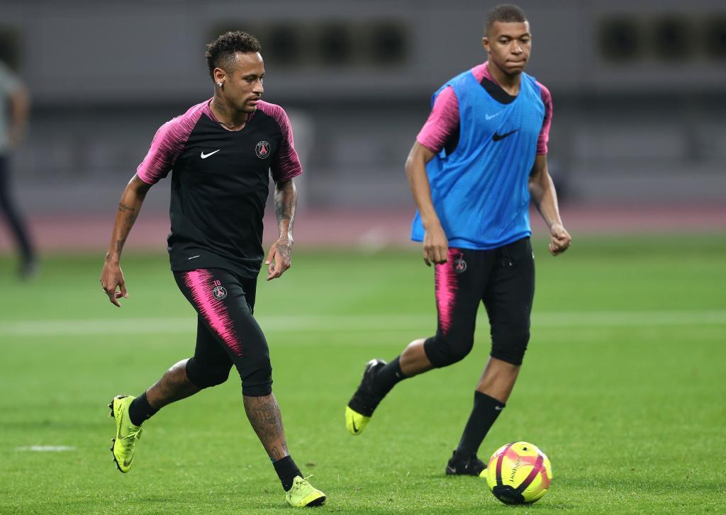 Neymar (izda) y Mbappé, durante un entrenamiento.