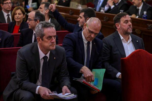 El ex vicepresidente de la Generalitat Oriol Junqueras (d); el ex consejero de Asuntos Exteriores Raül Romeva (c) y el ex consejero de Interior Joaquim Forn (i).