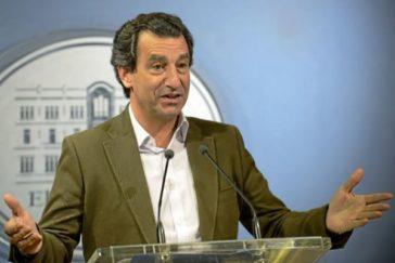 El líder del PP balear, Biel Company, en rueda de prensa.