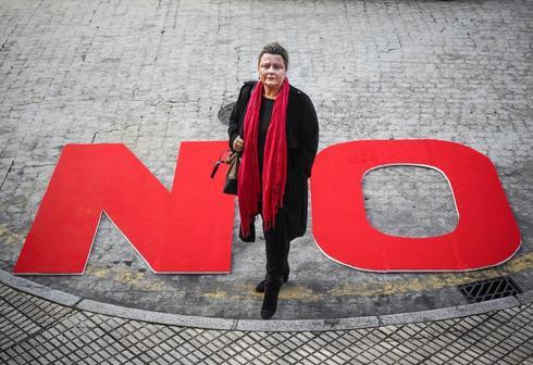 Eva Maldonado, durante la campaña de recogida de firmas para forzar un congreso extraordinario y primarias en el PSOE.