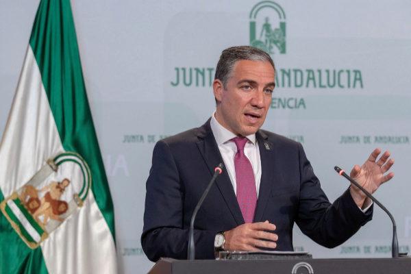 El portavoz del Gobierno, Elías Bendodo, durante la rueda de prensa tras el Consejo de Gobierno.