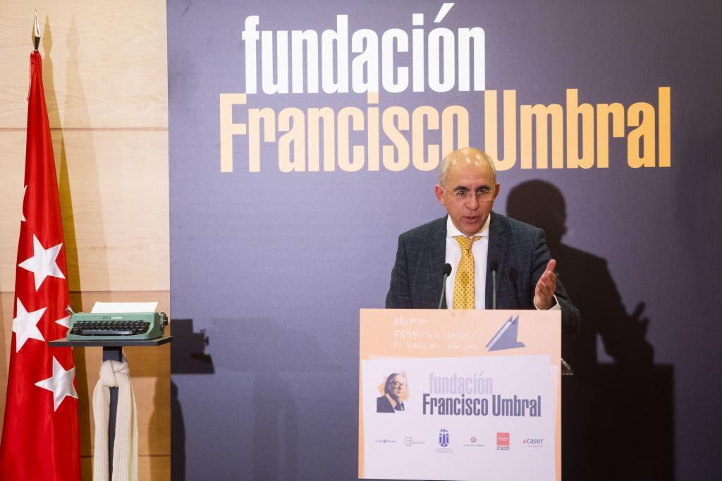Francisco Rosell, director de EL MUNDO, abre los elogios.