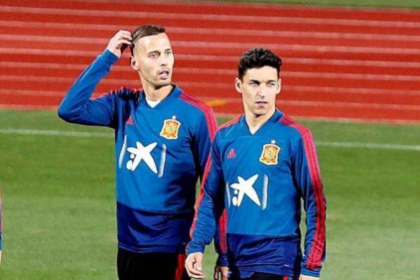MADRID, 18/03/2019.- <HIT>Jesús</HIT> <HIT>Navas</HIT> (d), jugador de la selección española, durante el entrenamiento llevado a cabo esta tarde en la Ciudad Deportiva de las Rozas para preparar el partido que disputarán ante Noruega el próximo sábado en el estadio de Mestalla. EFE/Zipi