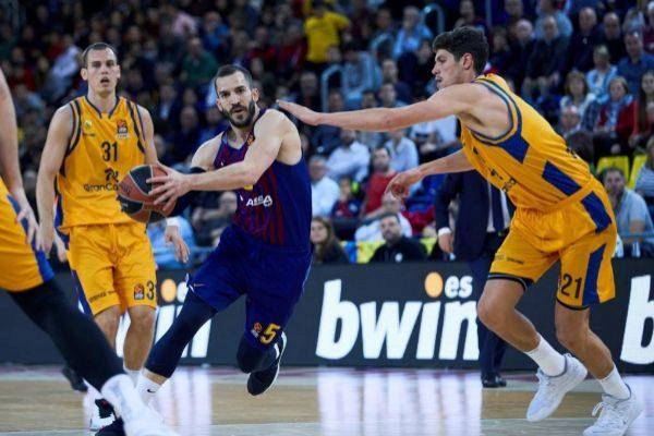 GRAF6963. <HIT>BARCELONA</HIT>.- El alero del Herbalife Gran Canaria Oriol Paulí (d) defiende al escolta del <HIT>Barcelona</HIT> Lassa Pau Ribas (c), en partido de la Euroliga que se disputa esta noche en el Palau Blaugrana.