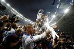 Soccer Football - <HIT>Champions</HIT> League Final - Real Madrid v Liverpool - NSC Olympic Stadium, Kiev, Ukraine - May 26, 2018 Real Madrid's Sergio Ramos celebrates winning the <HIT>Champions</HIT> League with the trophy REUTERS/Kai Pfaffenbach - RC150B703120