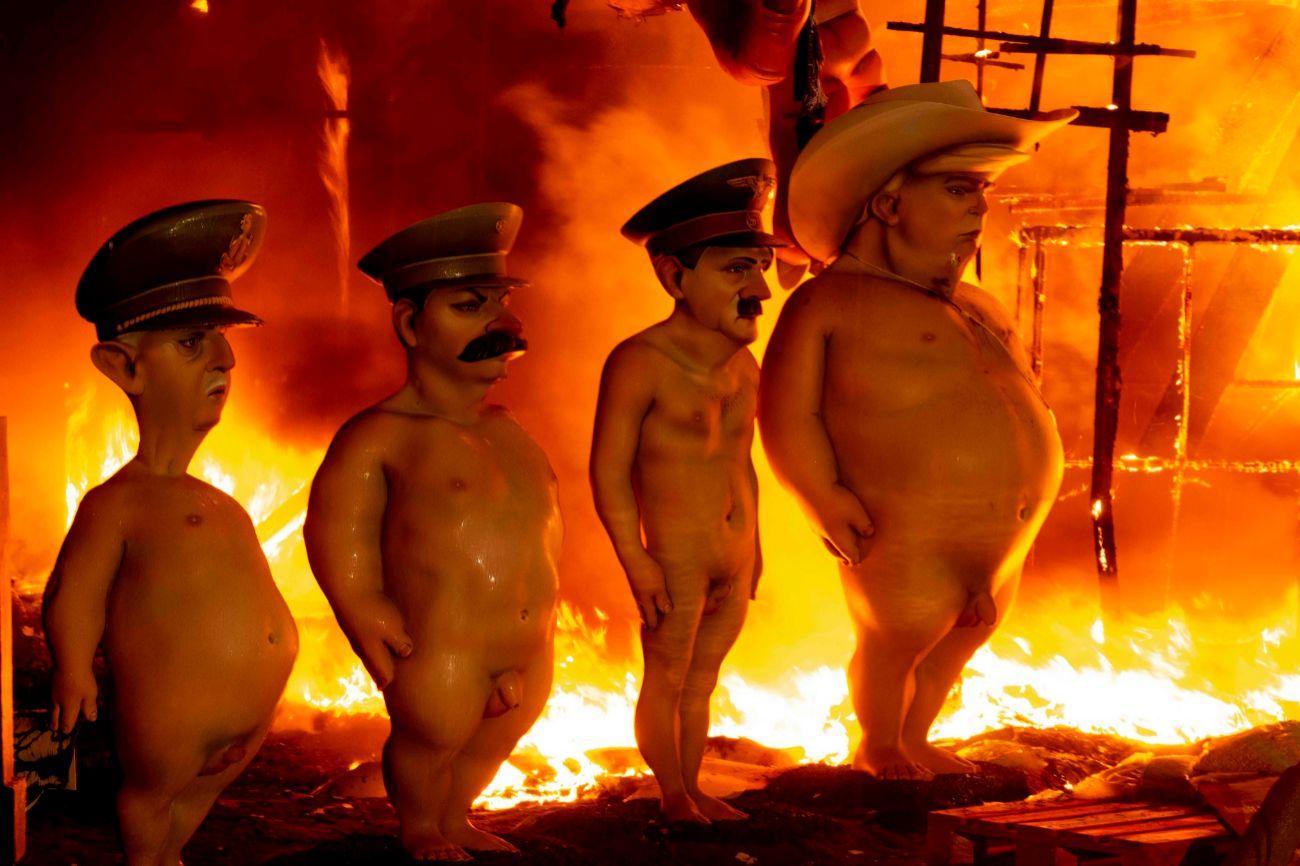 Valencia despide las Fallas y reduce a cenizas sus ninots en la cremà