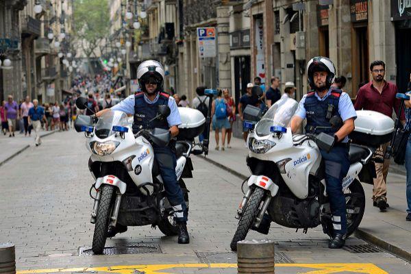 Una patrulla motorizada de los Mossos d'Esquadra en Barcelona.