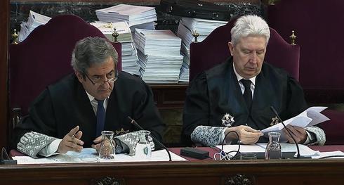 Los fiscales Javier Zaragoza y Fidel Cadena, en la sesión del juicio del 1-O celebrada este martes.