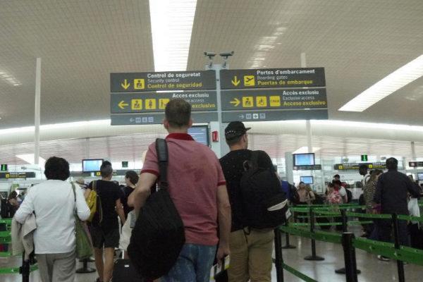 Pasajeros en el aeropuerto barcelonés de El Prat.