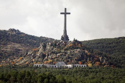 La cruz del Valle de los Caídos, en Madrid.