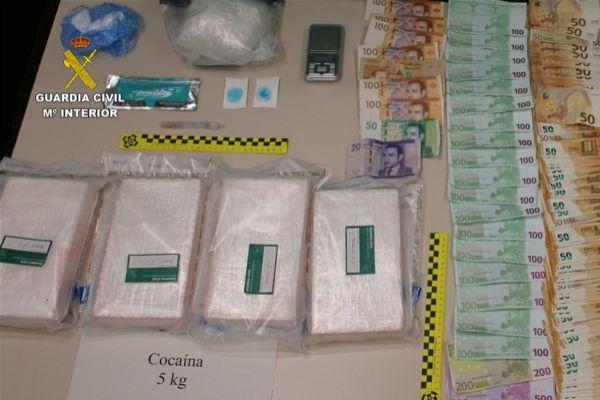 Dos detenidos al llegar a Palma en barco con 5 kilos de cocaína en el coche