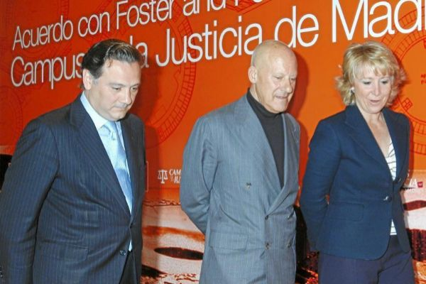 Alfredo Prada, Norman Foster y Esperanza Aguirre en 2008.