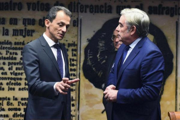 Pedro Duque, junto al presidente de la Comisión de Ciencia del...