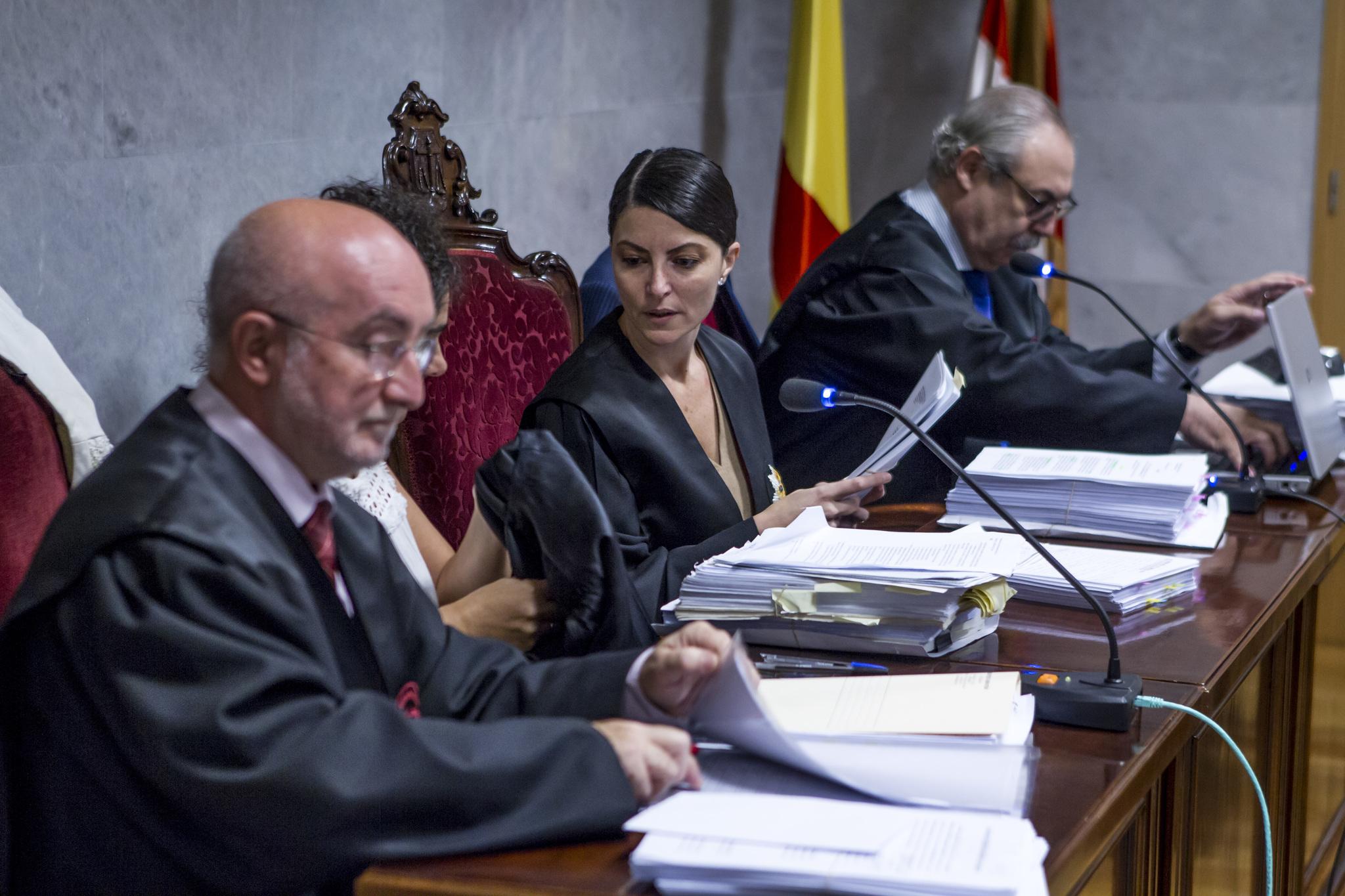 Macarena Olona junto al abogado Kepa Landa durante la vista oral del 'caso Karrantza'.
