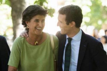 María San Gil y Pablo Casado, en Nueva Economía Fórum en julio.