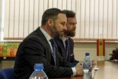 Santiago Abascal e Iván Espinosa de los Monteros, durante su reunión con el presidente del partido polaco Ley y Justicia, Jaroslaw Kaczynski.