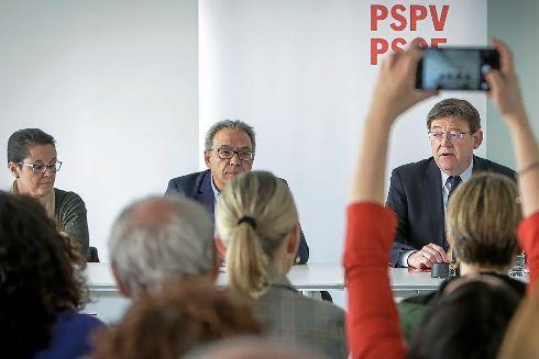 Toni Serna, Manolo Mata y Ximo Puig, ayer en la sede del PSPV durante la reunión.